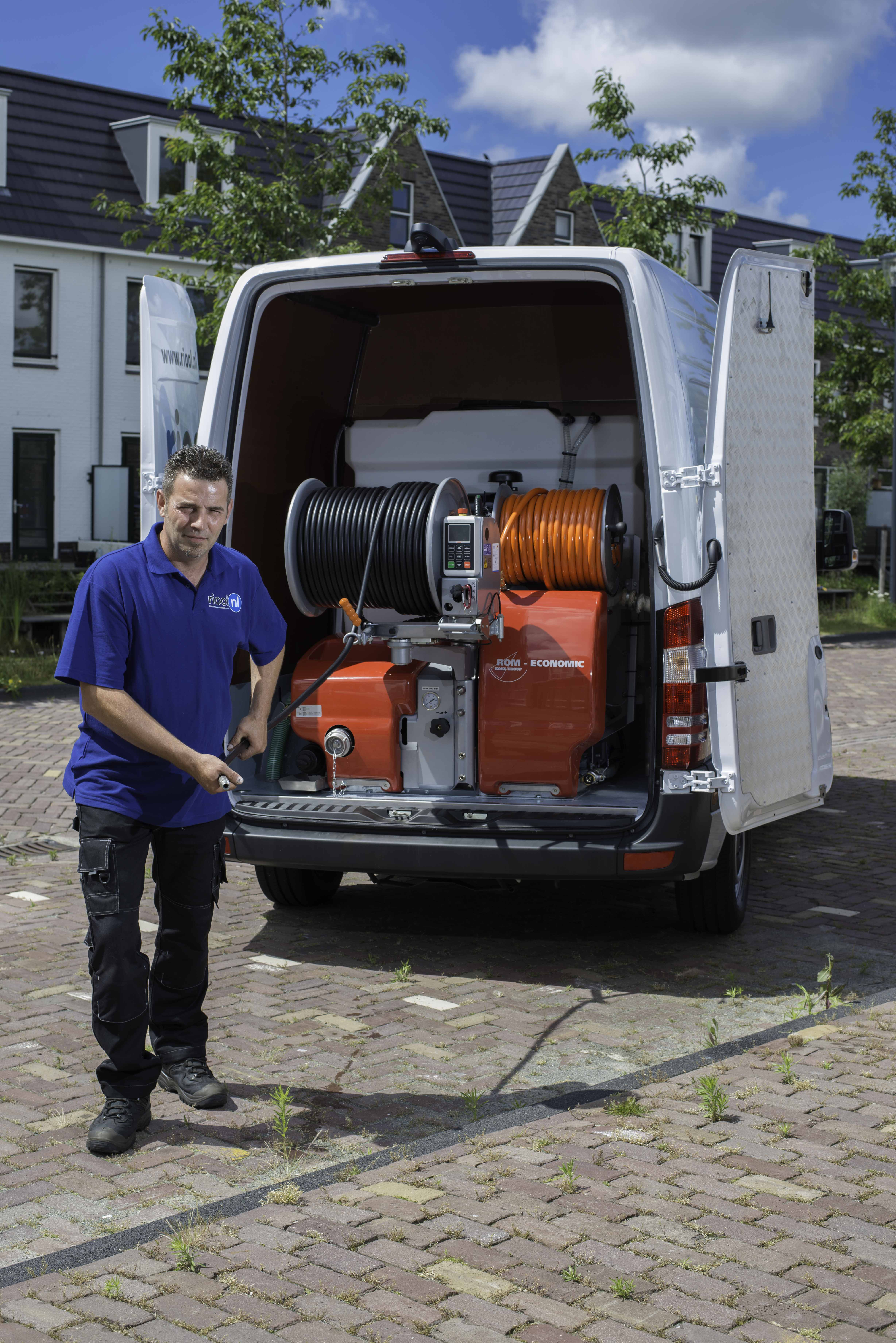 Bad afvoer ontstoppen. Geen probleem bel GRATIS 0800-8881000 Riool.nl